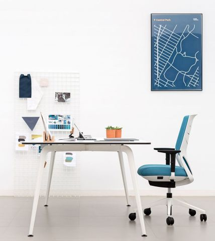 Elica Straight Desk Side