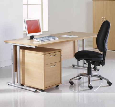 Gm Rectangular Cantilever Desk Mood View